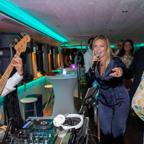Dj with singer (female)